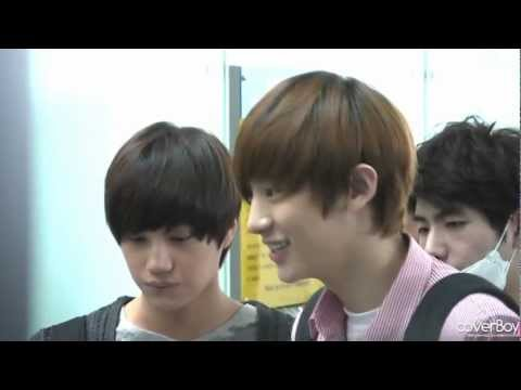 Fancam 120518 EXO-K at Incheon Airport to LA - Chanyeol focus