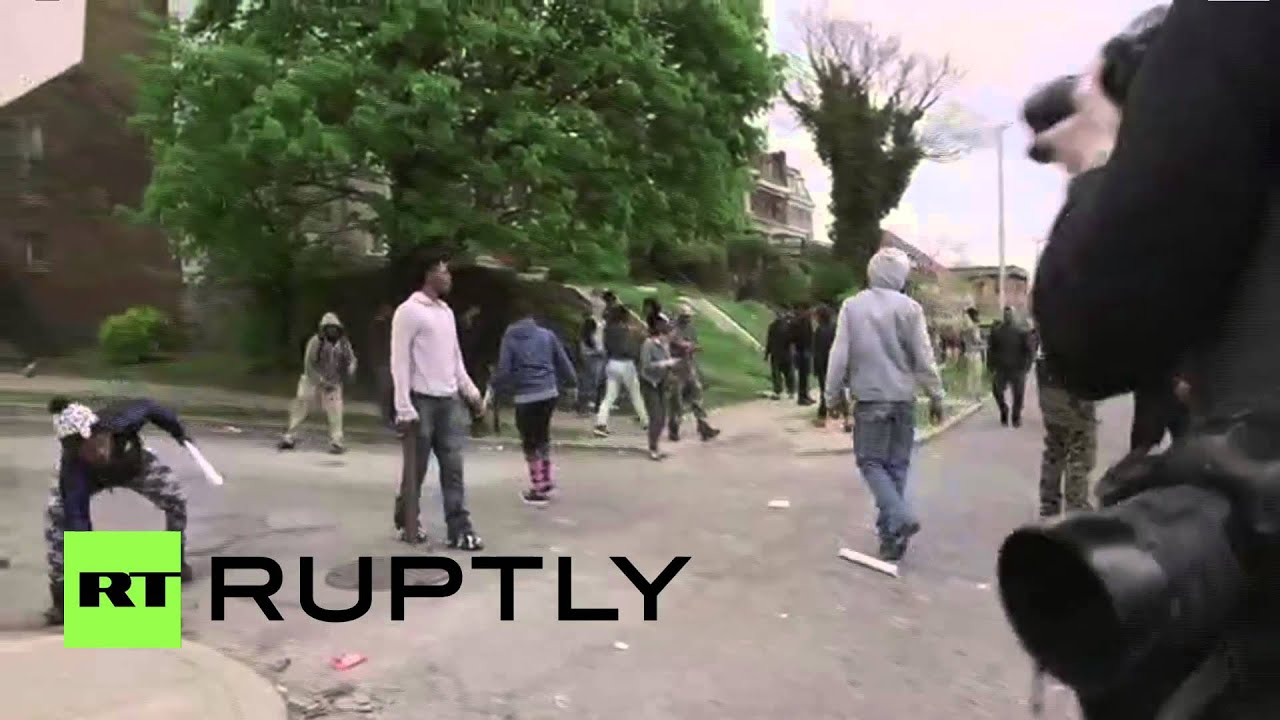 USA: Several police officers injured during Baltimore protests