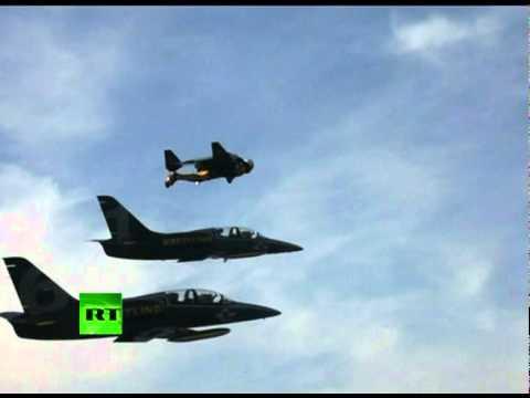 Amazing Video: -Jet Man- stunts alongside fighter jets over Alps