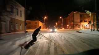 Ночью по дорогам Житомира носятся сноубордисты