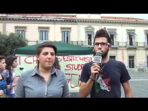 """Gli studenti scendono in piazza : """" Giugliano rifiuta il fascimo e l'inceneritore """""""