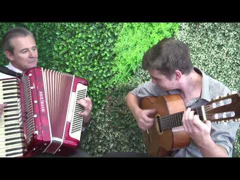 Presentación Fiesta del Mate en Buenos Aires: Adan Bahl toca el acordeón junto a Litoral Mitá