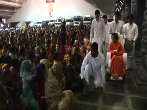 SRI SATHYA SAI BABA LAST DARSHAN VIDEO INSIDE POORNACHANDRA HALL