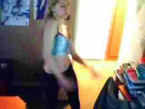 fille sexy  qui dance