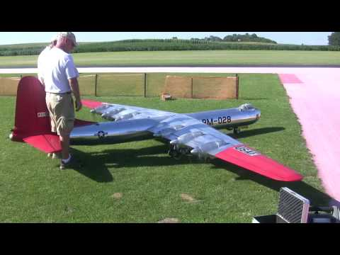 6 engines and HUGE 19' foot wing span scale B 36 flys at NAMFI 2010 SMMAC - UCWjZFIQk_KiANDNExVY7DSQ