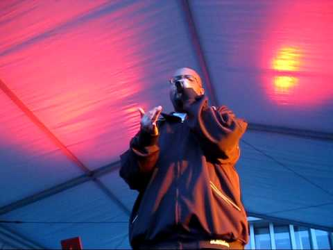 "Blackalicious ""Chemical Calisthenics"" (Live @ Macalester College's Springfest 04/18/2009)"