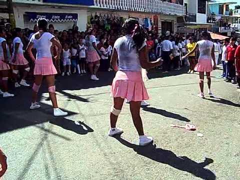 chicas enseñando tangas de tierra colorada gro.