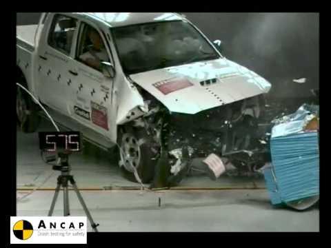 Toyota Hilux 4x4 2005 ANCAP Crash Test (4 stars)