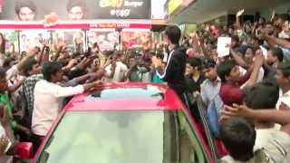 Watch Kakki Sattai First Day First Show Music Director Anirudh Visits Udhayam Theater Red Pix tv Kollywood News 27/Feb/2015 online