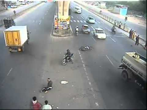 A lucky escape in a Stunning accident in Bangalore
