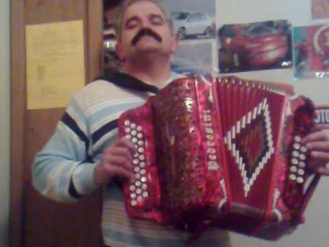 Ze Manuel a tocar sou portugues emigrante na sua concertina