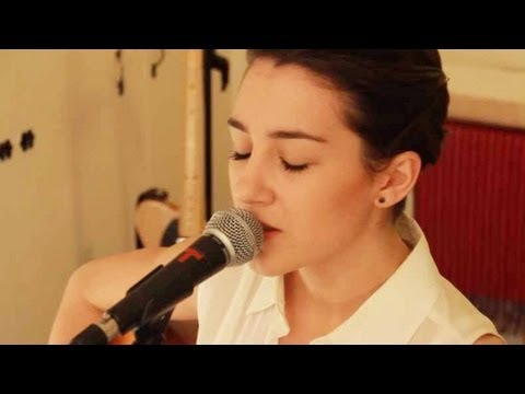 Rihanna - California King Bed (Hannah Trigwell acoustic cover)