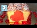 Кекс с красным сердцем в день святого Валентина.
