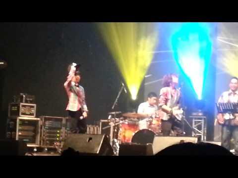 Demam Unyu Unyu (Live)