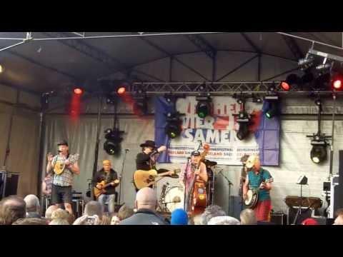 De Drie Tieten op bevrijdingsfestival in Wageningen 2013 - mijn sarie marijs(marias)