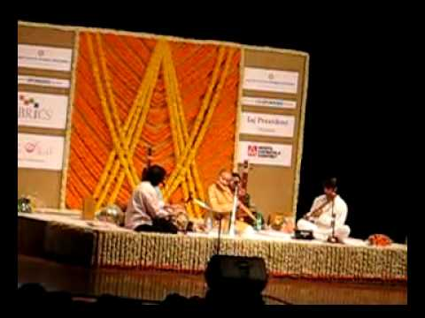 Ustad Zakir Hussain and Pt Hariprasad Chaurasia Live 2010 - Best Jugalbandi Ever Part2.avi