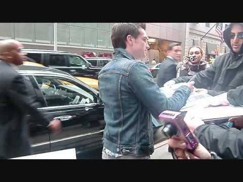Josh Hutcherson meeting fans at GMA!
