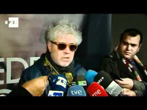 Almodóvar recibe la nominación a los Globos de Oro con más entusiasmo que nunca