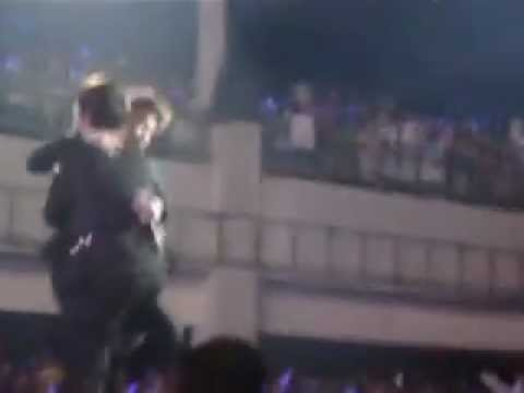 "120429 SS4 Jakarta [FANCAM] HaeMin Moment, Hugs during ""Destiny"""