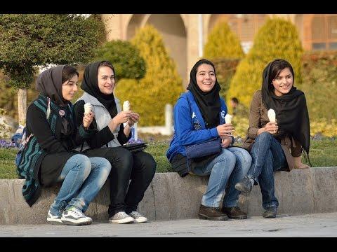 إيران تفصل بين الجنسين في الحدائق - فيديو