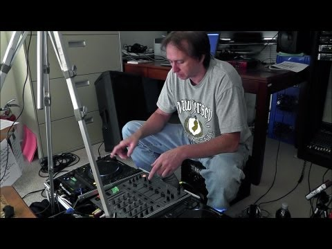 Beat-Mixing for Beginner DJ's - Using CD Players with Pitch Controls