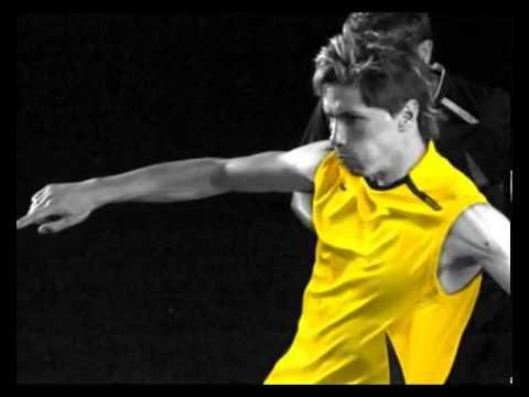 Kỹ thuật sút bóng bằng mu chính diện như Torres