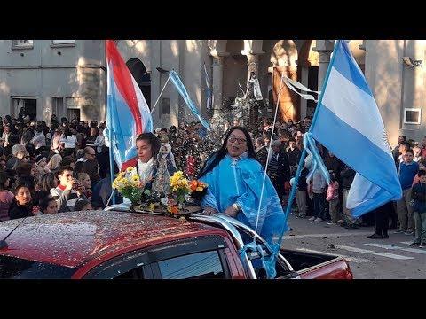 Emotivos testimonios en la procesión y pañuelos blancos para la Virgen en Nogoyá