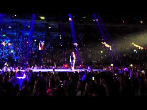 Justin Bieber - Beautiful ft. Carly Rae Jepsen (LIVE)
