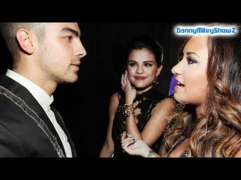 Demi Lovato , Selena Gomez , Joe Jonas & Justin Bieber At 2011 MTV VMA