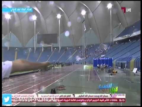 شاهد بالفيديو: سقوط اللوحات الإعلانية بإستاد الملك فهد بسبب الأمطار