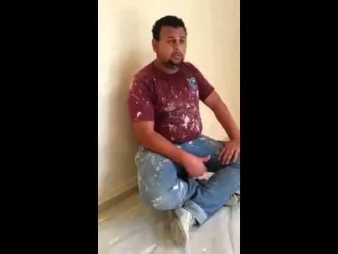 شاهد بالفيديو: عامل يقرأ القرآن بصوت عذب