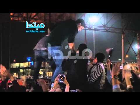 بالفيديو :  الاستقبال الجماهيرى الحاشد لـمحمد شاهين - بمطار القاهرة