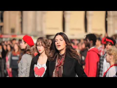 LAURA PAUSINI - MILANO PIAZZA DUOMO - &quot;NON HO MAI SMESSO&quot;