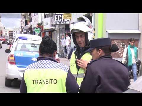 Un hombre se atrincheró en su auto en el centro de Paraná