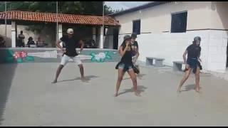 VÍDEO: RAIO ATINGE ÁRVORE DENTRO DE ESCOLA DURANTE APRESENTAÇÃO DE DANÇA