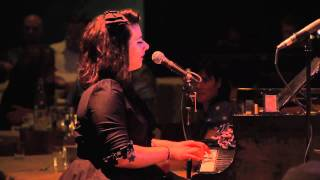 Davina and The Vagabonds - Video na YouTube