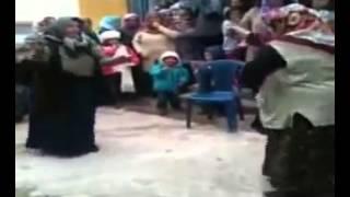 Hunharca oynayan teyzeler - Deli gibi dans eden teyzeler