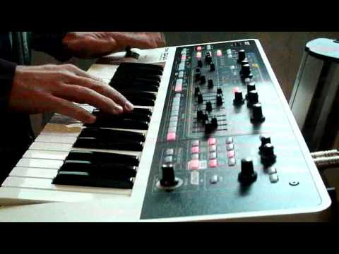 Roland Gaia SH01 synth demo : Synthesizer hits