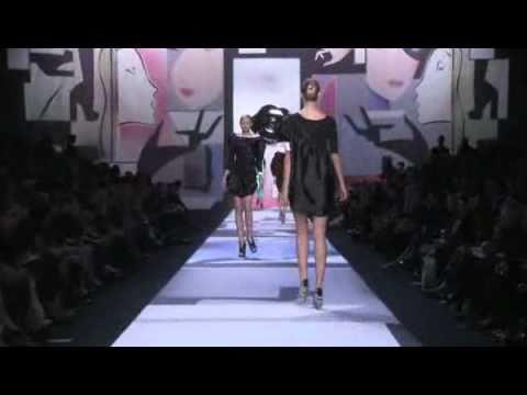Viktor & Rolf Spring 2011 Fashion Show (full)