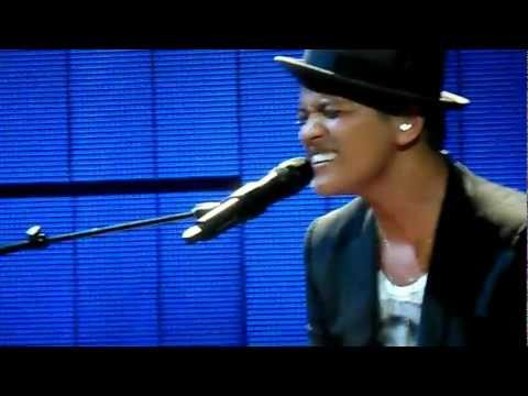 Bruno Mars - It Will Rain (Final Performance) Ft Skylar Grey at Brixton Academy, London