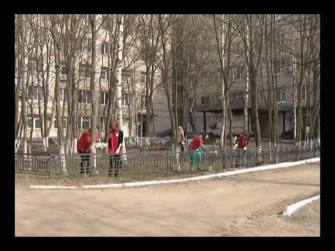 Волонтеры привели в порядок больничный городок