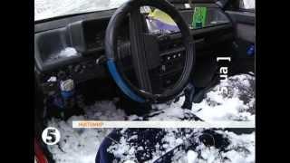 В Житомире упавшая сосулька разбила машину