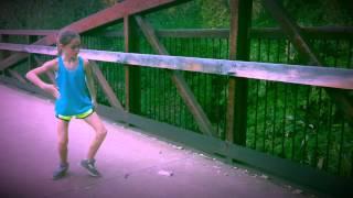讓這名小女孩告訴你甚麼才是軟骨舞風!