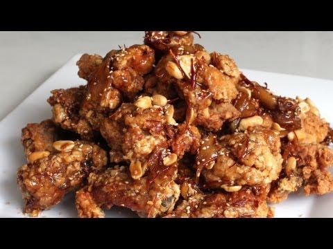 Sweet and crispy chicken wings (dak kang jung)