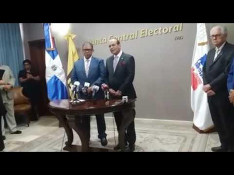 El presidente de la Junta Central Electoral (JCE), Julio Cesar Castaños Guzmán, instó este martes a los firmantes del manifiesto que piden la renuncia del presidente Danilo Medina a retirar su solicitud para evitar