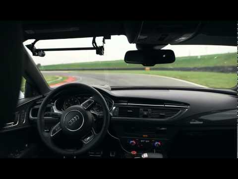 Audi RS7 ohne Fahrer auf der Rennstrecke