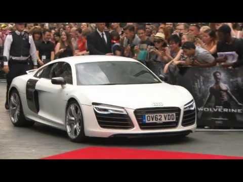 """Hugh Jackman im Audi R8 bei Filmpremiere von """"The Wolverine"""""""