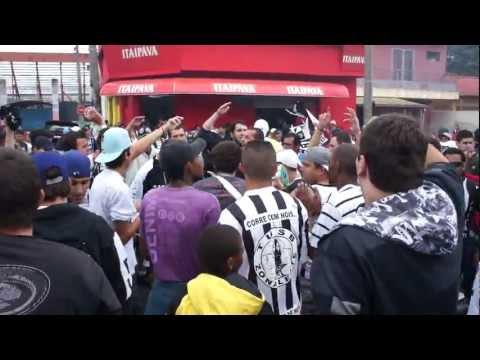 Torcida unionista comemorando o acesso na Av Monte Castelo