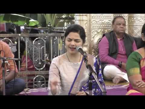 माघी गणेश चतुर्थीनिमित्त दगडूशेठ गणपती मंदिरात आर्या आंबेकरचे गायन