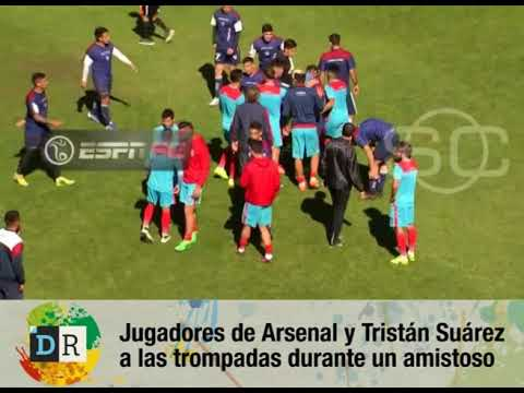 Los jugadores de Arsenal y Tristán Suárez terminaron a las piñas.